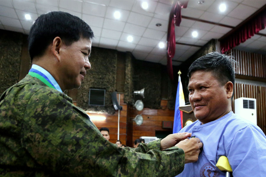 Army dons ranks to 19 Marawi Heroes   at the AFP Health Service Command